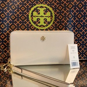 Tory Burch Emerson Zip Passport Continental Wallet